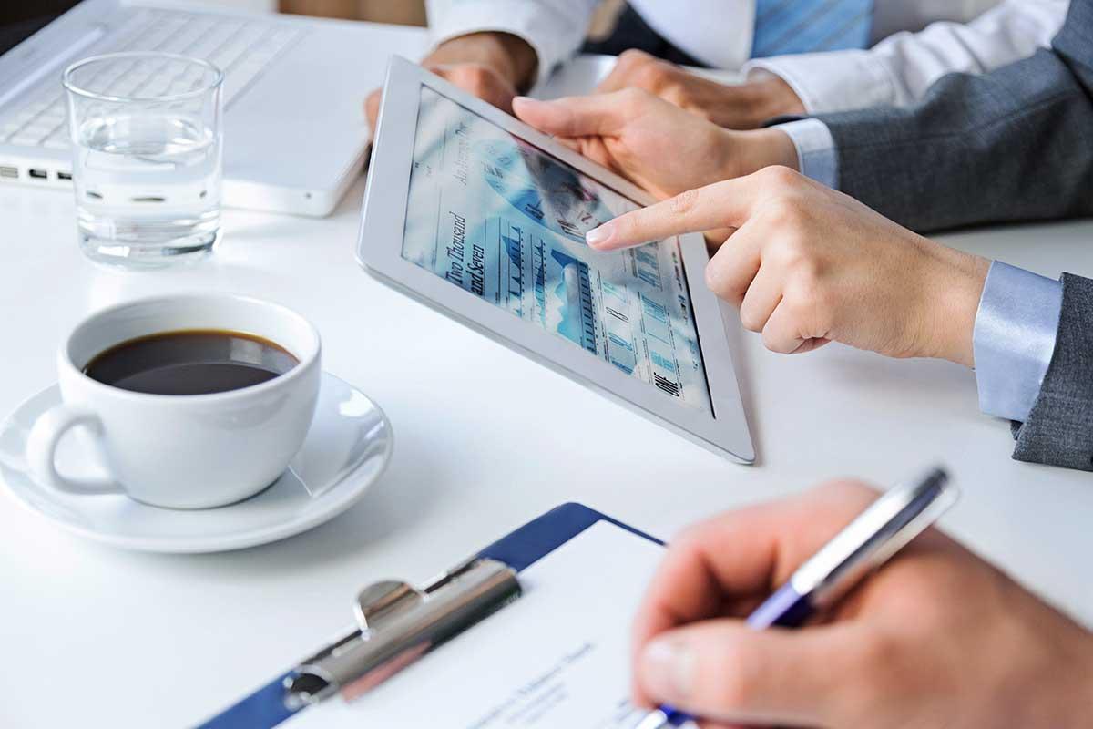 Image-Color-Meeting-Ipad-Coffee